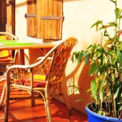 table petit déjeuner sur la terrasse